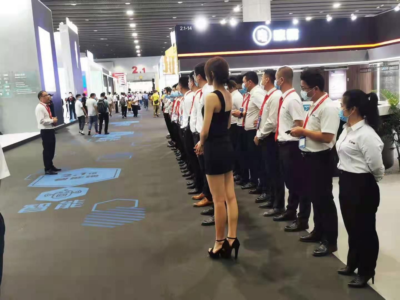 广州建博会开秀,晾霸智能晾衣机展厅人气爆棚!